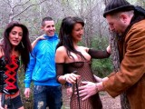 Vidéo porno mobile : A tramp and his friend screw a gorgeous slut